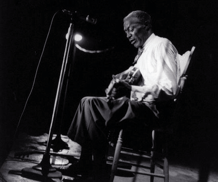 Son House por Bill Smith, Marisposa Folk Festival, finais de 60.