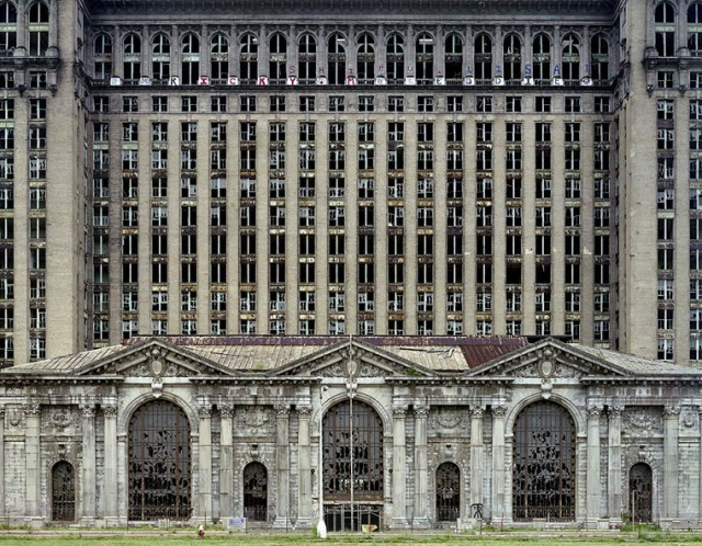 Yves Marchand | Romain Meffre, The Ruins of Detroit